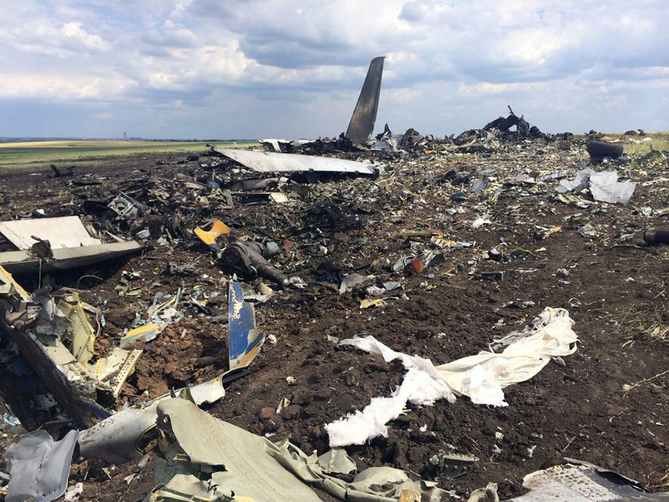 Бойцы ЛНР на месте падения Ил-76