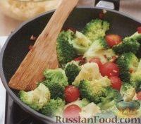 Фото приготовления рецепта: Макароны с помидорами и брокколи - шаг №3