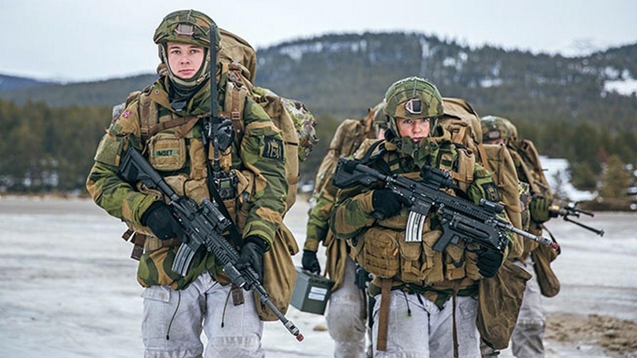 Баночное пиво и термобельё: что ещё нужно для счастья супергероям НАТО?