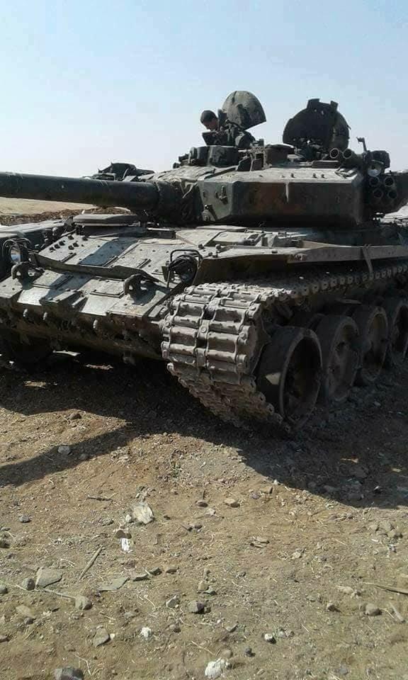 "Боевики ""Хайят Тахрир аш-Шам"" в Сирии потеряли оба захваченных в 2016 году танка Т-90"