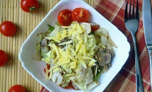 Диетический ужин — Теплый салат с куриной печенью