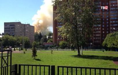 В Домодедове горит жилой дом. Видео
