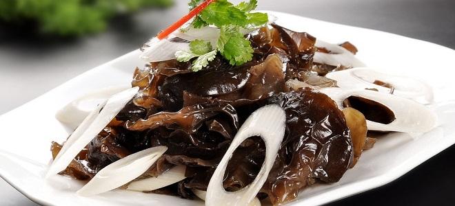 Салат из древесных грибов по-корейски
