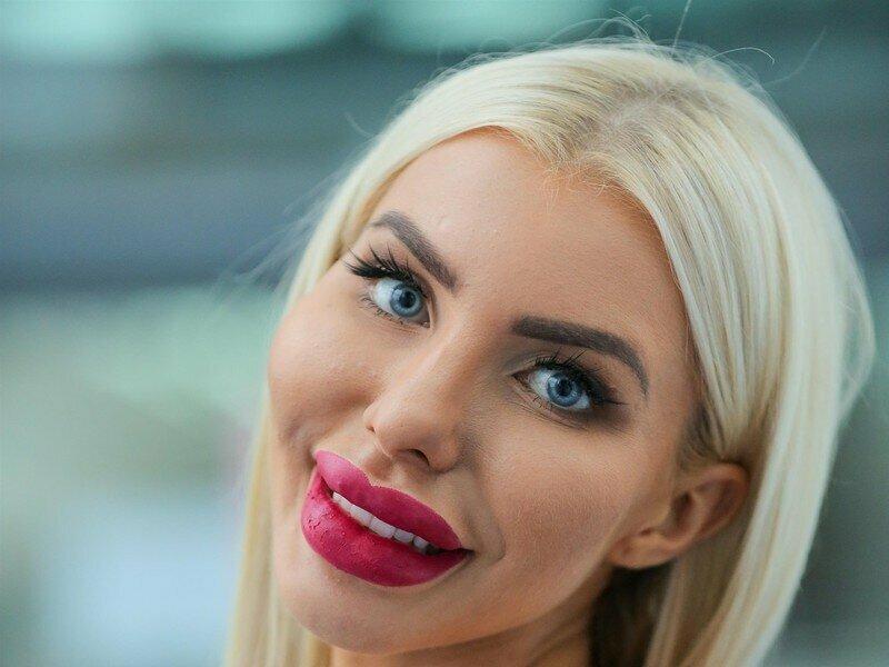 Большие губы и пушистые ресницы: тренды красоты, которые я считаю непривлекательными и отталкивающими