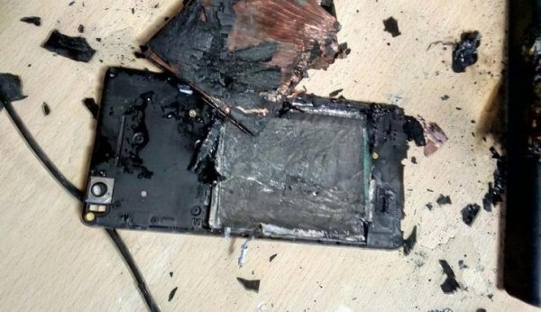 ВЕкатеринбурге удевочки вруках загорелся смартфон
