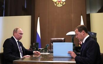 Медведев не взял в новое правительство Пучкова, Ткачева,  Меня и Никифорова