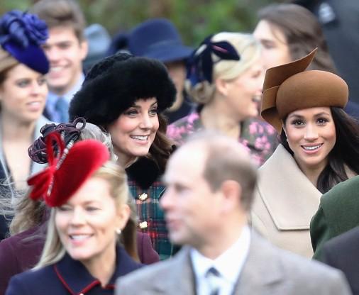 Королевская семья на рождественской службе — говорят, Меган Маркл затмила герцогиню Кембриджскую