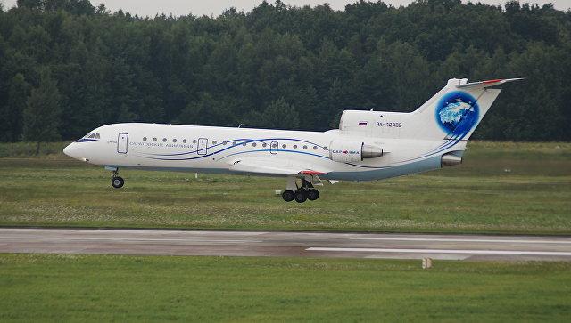Летевший из Пензы в Сочи самолет вынужденно сел в Саратове из-за птицы