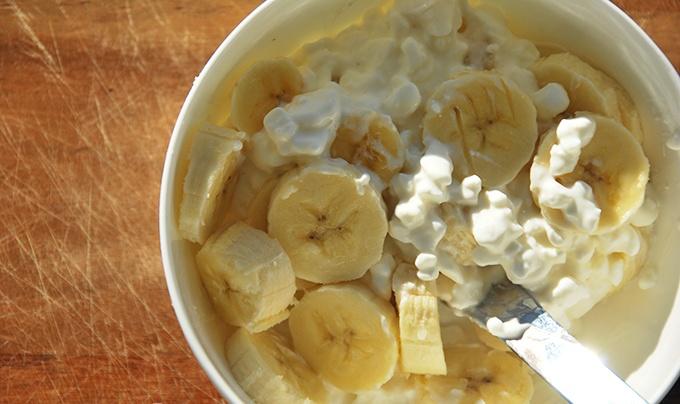 Творог с бананами. Творожно-банановый десерт