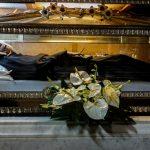 Лекарства, украшения и трофеи: как используют трупы от древности до наших дней