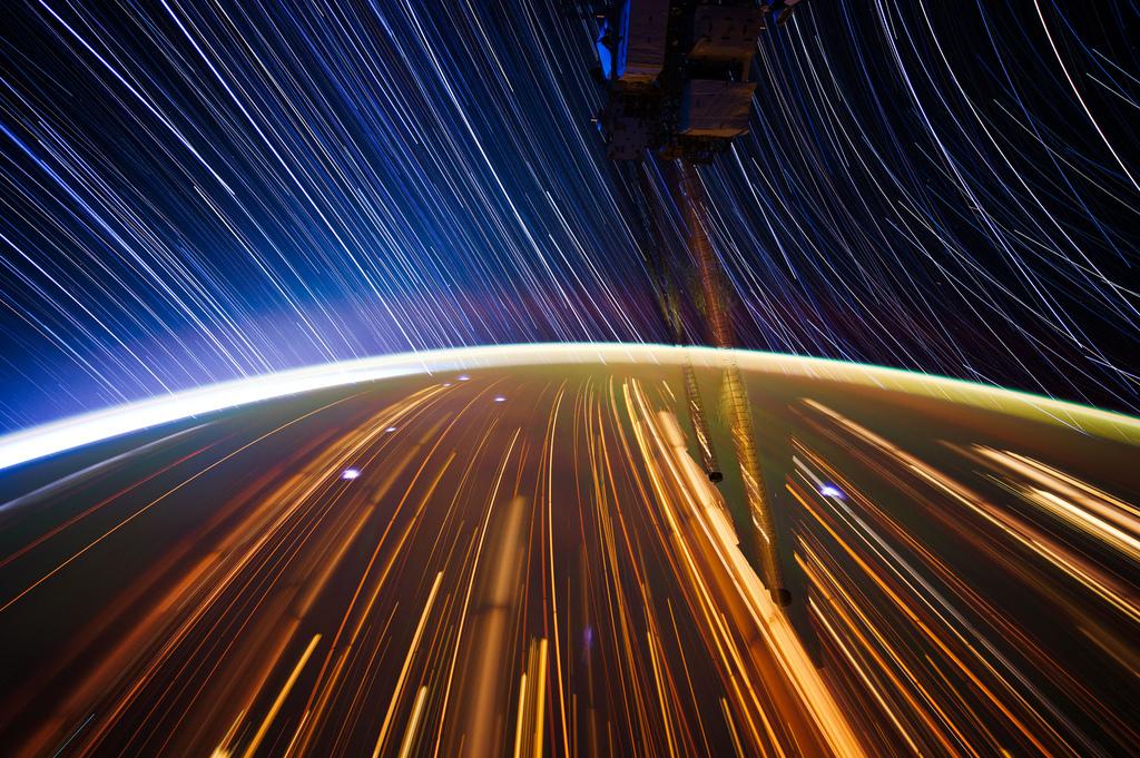 1732 Звездные следы   фото с МКС