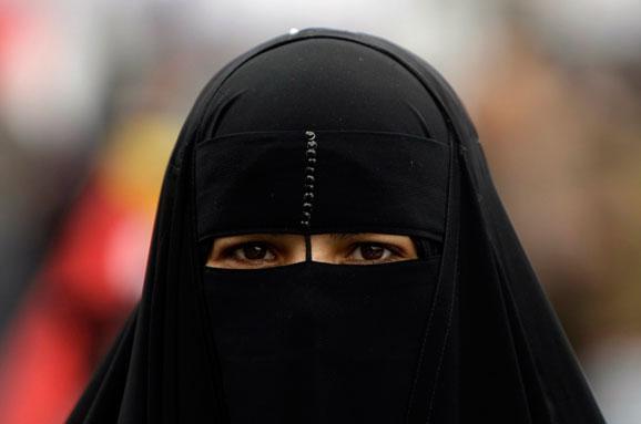 Безопасность превыше традиций: Власти Ирака запретили женщинам в Мосуле носить никаб