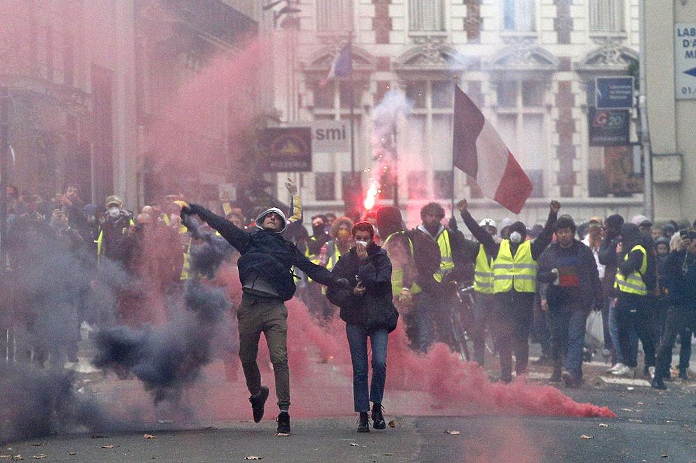 Во Франции бензиновые протес…