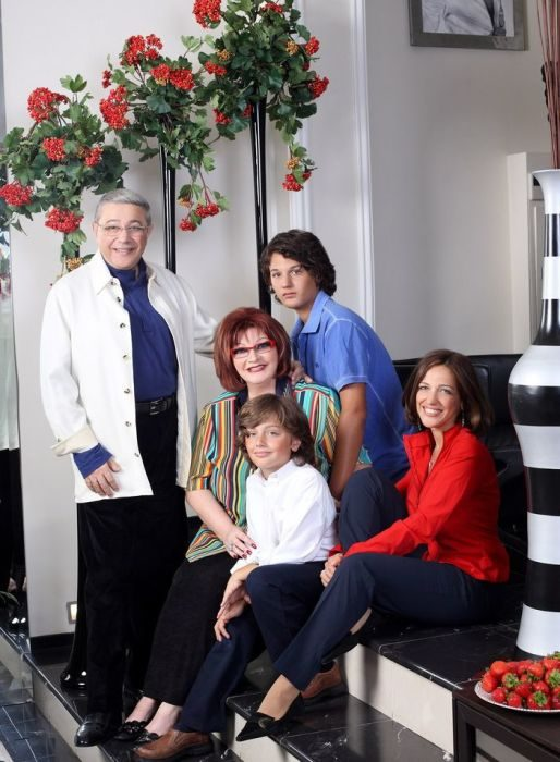 Евгений Петросян с женой, дочерью и внуками Андреем и Марком, 2010.