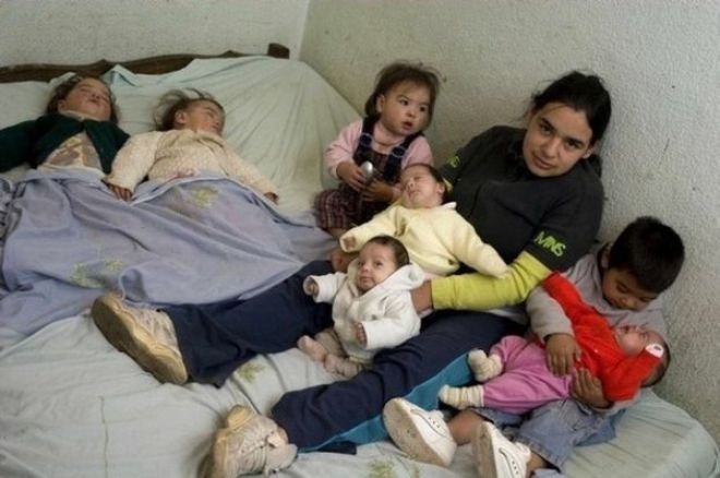 17-летняя мать-одиночка из Аргентины воспитывает семерых детей от разных отцов!