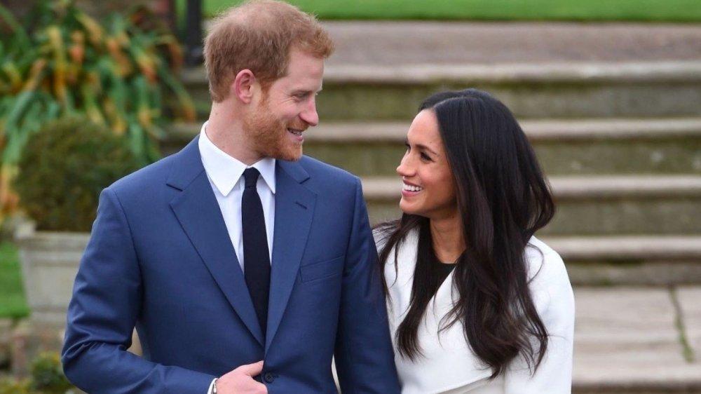 Молния ударила в самолет с принцем Гарри и его супругой на борту