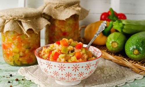Салат с рисом и фасолью на зиму