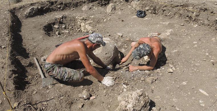 В античном комплексе в Крыму неожиданно нашлась половецкая каменная баба