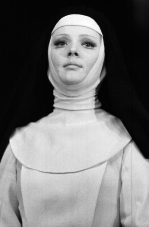 одинокая женщина желает познакомиться марианна вертинская