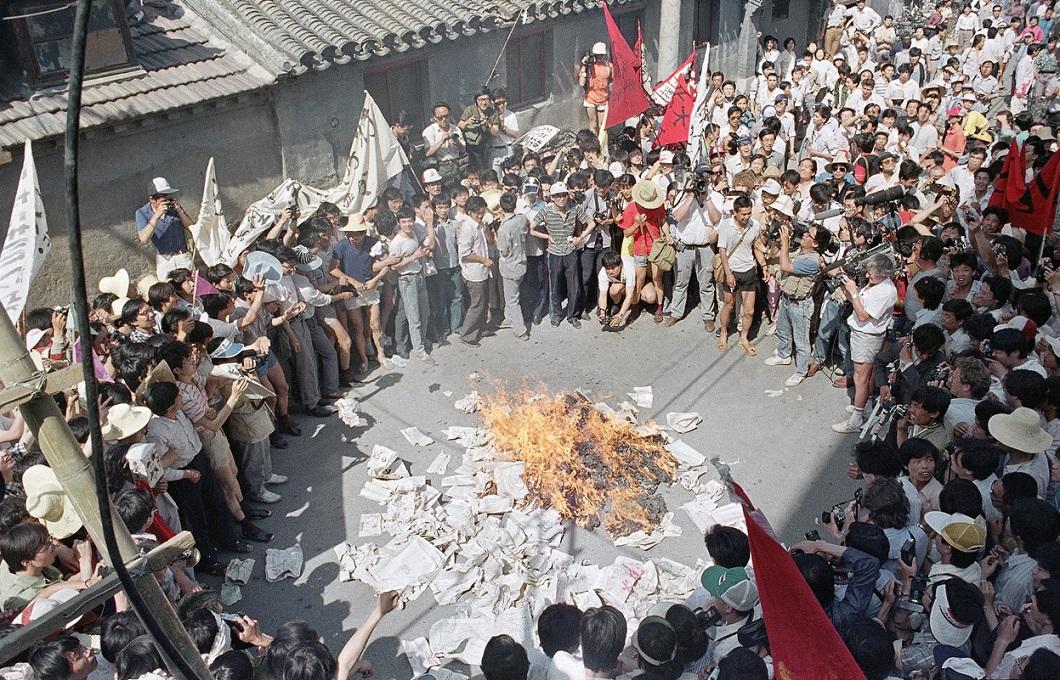 Tiananmen Square 14 Расстрел демонстрантов на площади Тяньаньмэнь 25 лет назад