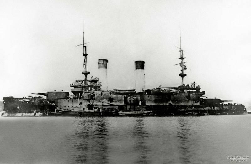 """Не спустив флага. Действия крейсера """"Изумруд"""" утром и днём 15 мая в Цусиме"""