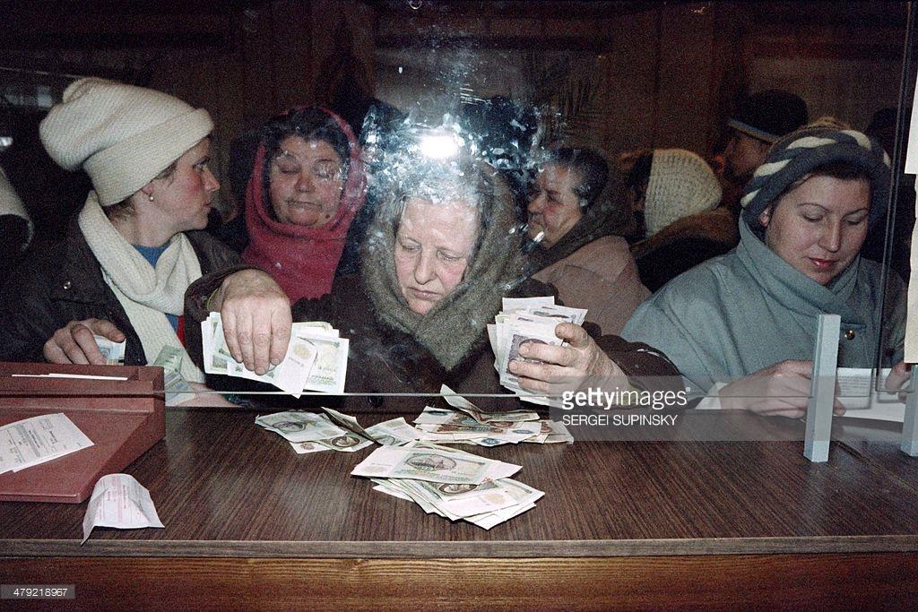 Как жили люди после распада СССР (фото).