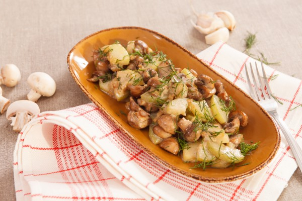 Быстро и вкусно: картошка с грибами в рукаве