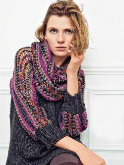 Пуловер с разноцветными рукавами и шарф-хомут, фото