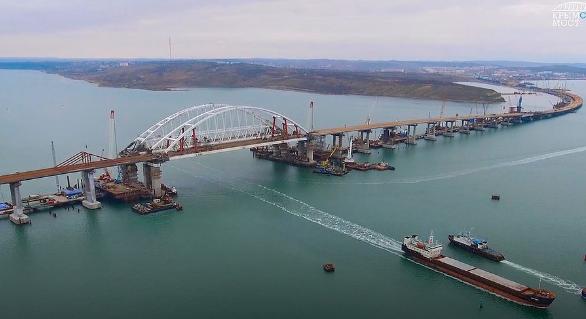 Крымский мост полностью соединил берега Крыма и Кубани