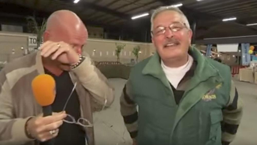 Видео: Смеющийся фермер сорвал съемки телеинтервью