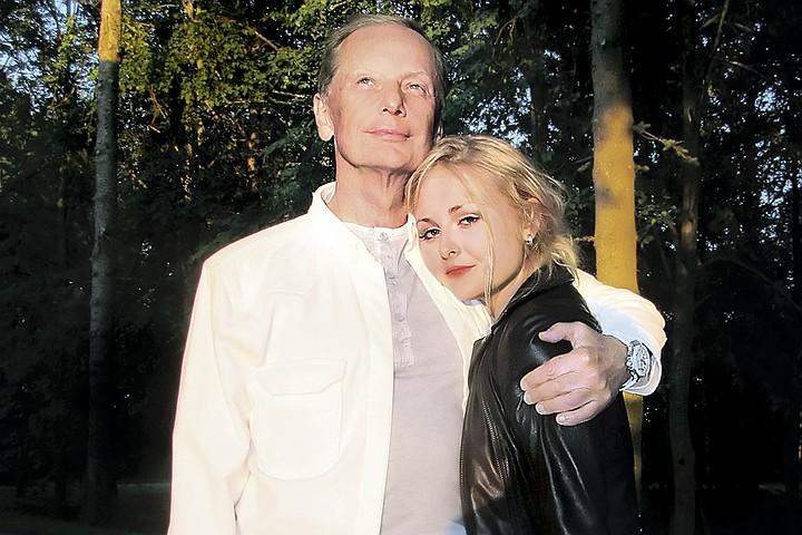 Вдова Задорнова Елена Бомбина: Михаил так любил дочь, что тайно хранил ее локоны и детские варежки