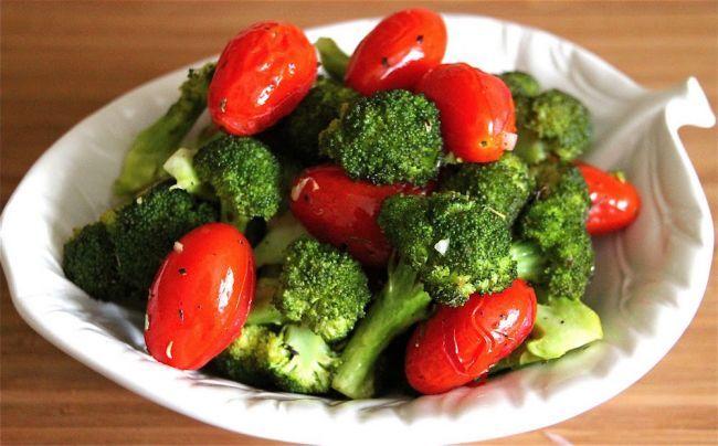 8 полезных сочетаний продуктов: помидоры и брокколи против рака, лук и гречка для…