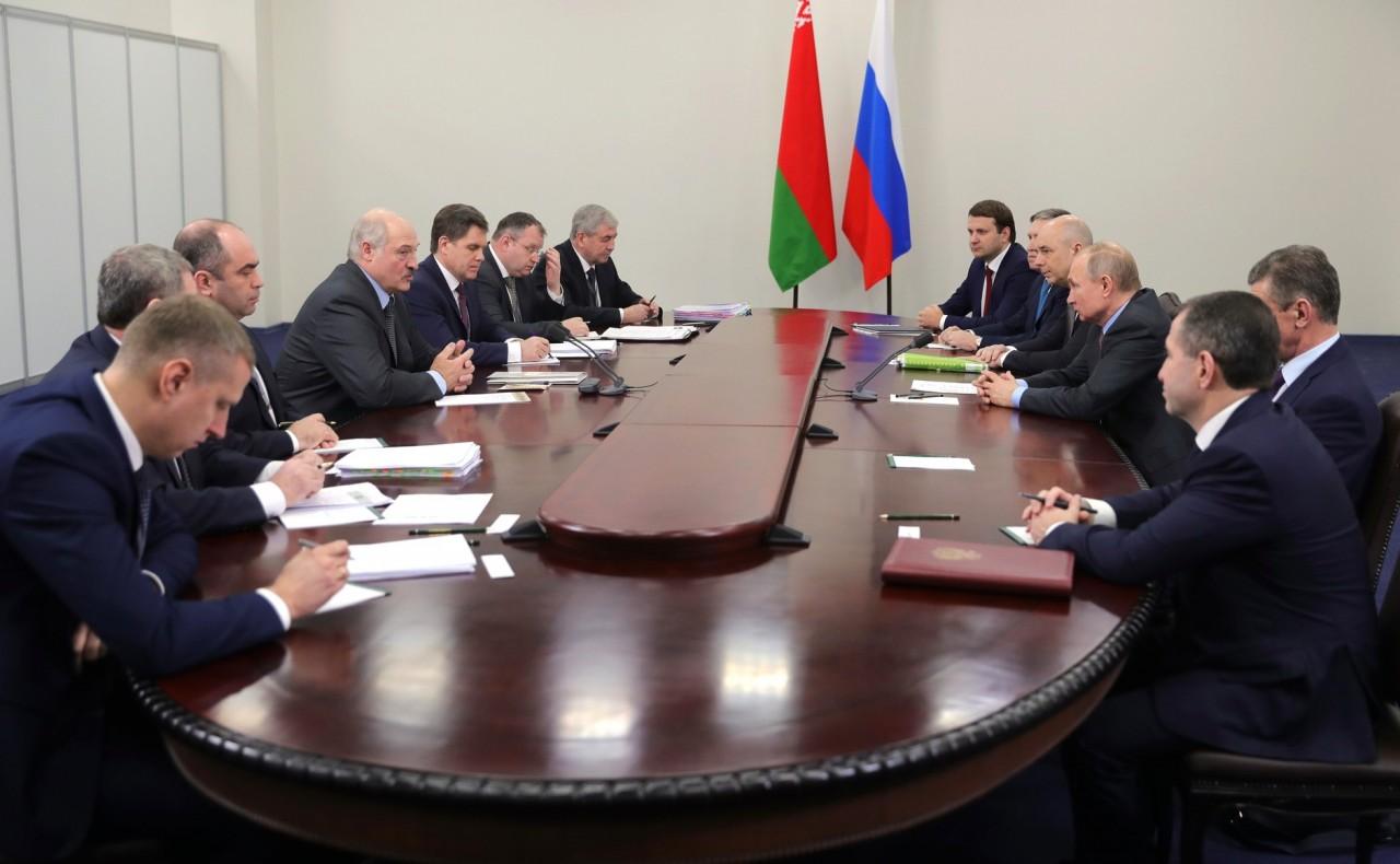 «Как и положено между друзьями»: отношения Москвы и Минска перешли на неформальный уровень