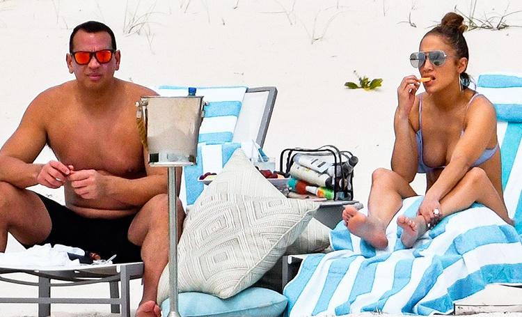 Дженнифер Лопес и Алекс Родригес на Багамах: папарацци впервые сфотографировали пару после помолвки