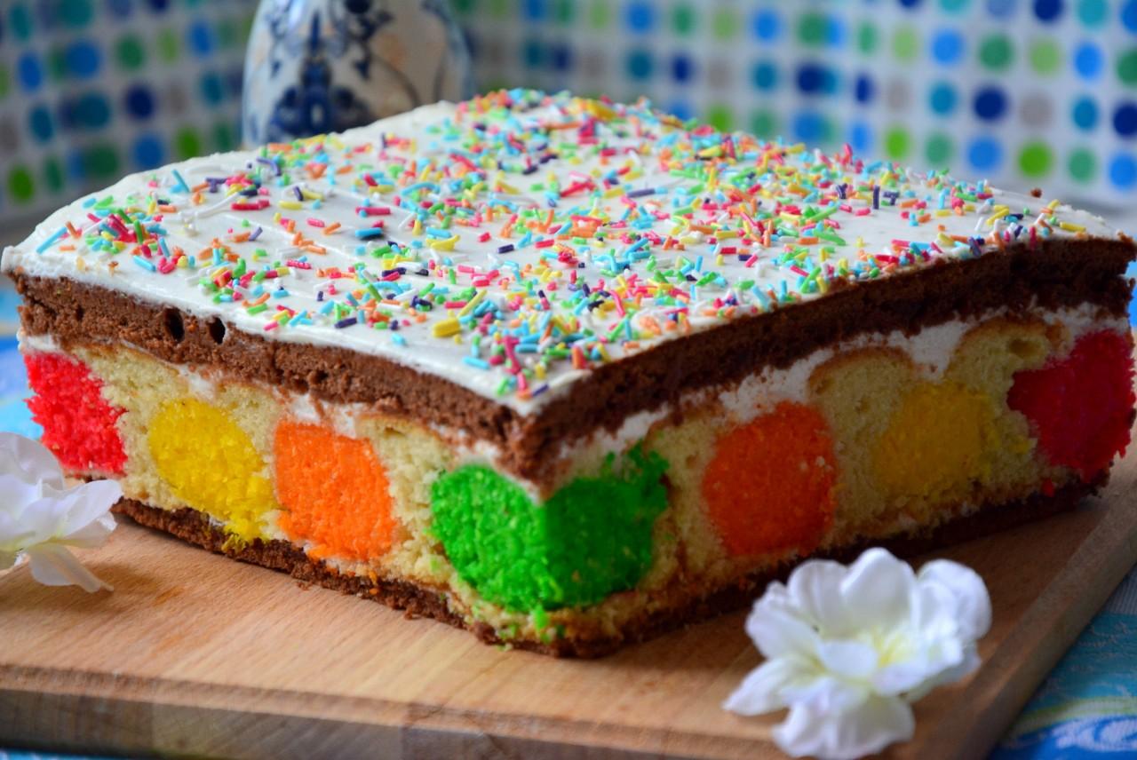 Пляцок— это кондитерское изделие, что-то среднее между тортом, пирогом и пирожным.
