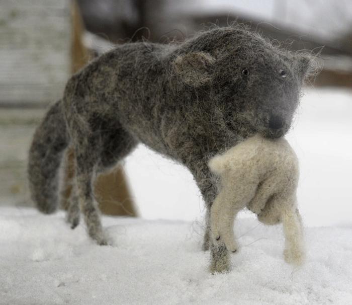 Серый волк и свежая добыча - хенд-мейд от Виктора Дубровского.