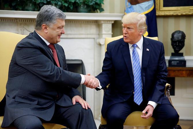 Странный жест Порошенко на встрече с Трампом озадачил украинцев
