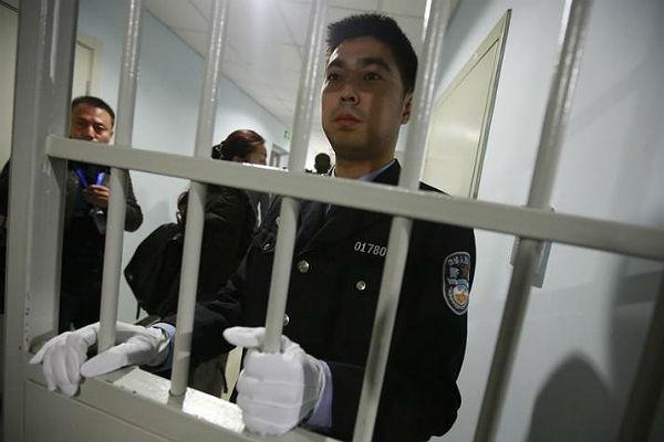 В Китае бывшего чиновника посадили на 18 лет за торговлю акциями