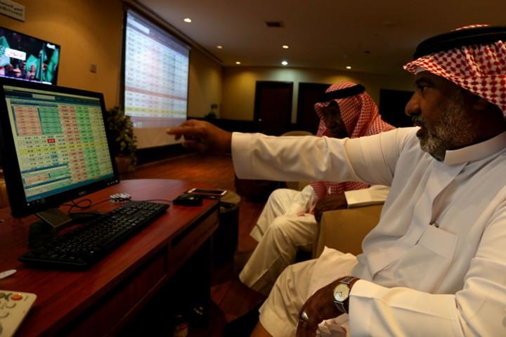 Рынок акций Саудовской Аравии столкнулся с рекордным оттоком капитала