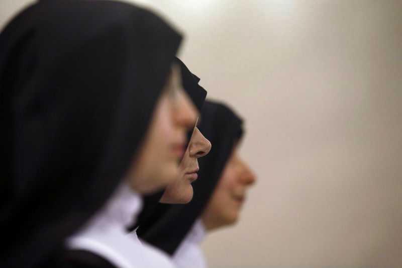 Священник обокрал монахинь, чтобы оплатить секс с геем