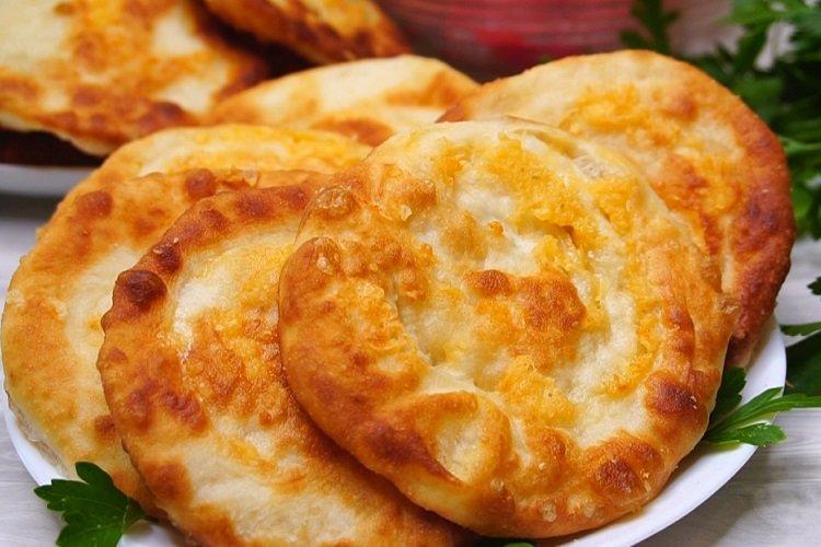 Пышные лепешки с сыром