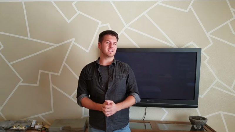 Отличный вариант акцентной стены своими руками при помощи простой клейкой ленты