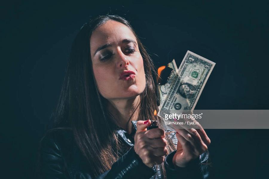 О необходимости спешно сбрасывать доллары