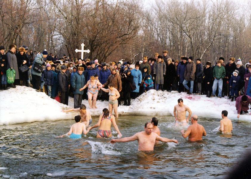 Голые на крещении фото и видео