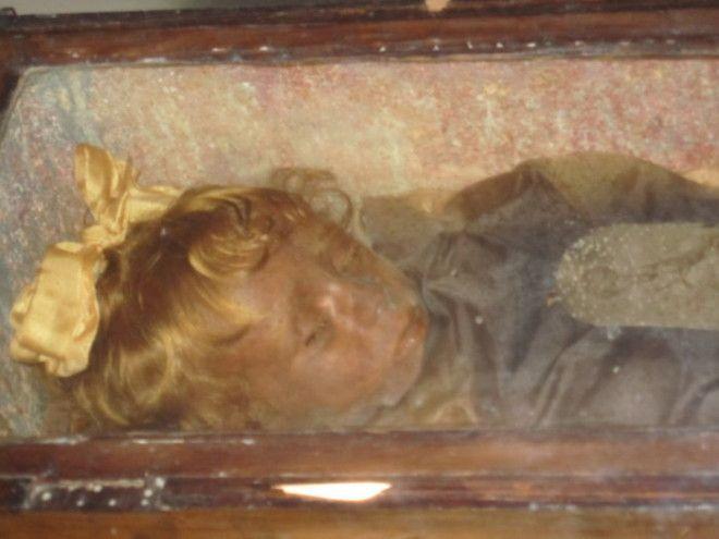 Розалия Ломбардо девочка которая словно заснула в гробуbr