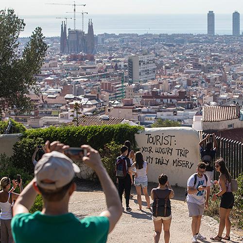 Туроператоры не фиксируют отказов россиян от туров в Испанию после терактов