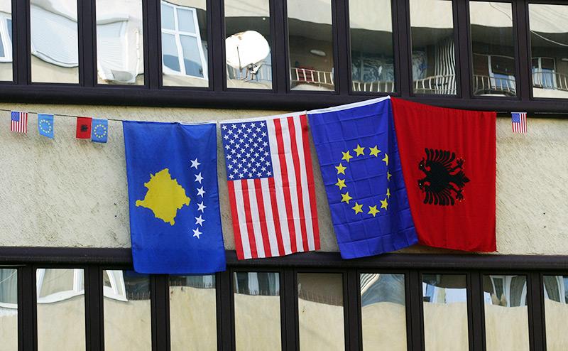 Сербию и Косово пригласят в ЕС, чтобы «дружить» против России