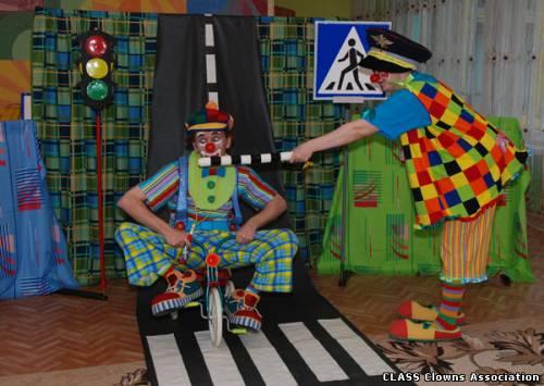 Спектакль по правилам дорожного движения (ПДД) для детских садов и начальных классов школ