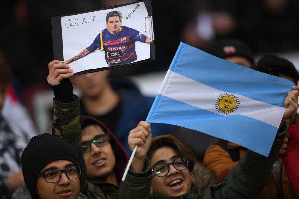 Аргентинские болельщики выучат футбольные кричалки на русском языке