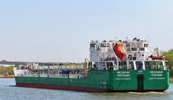 Экипаж задержанного в Херсоне танкера опасается захвата судна